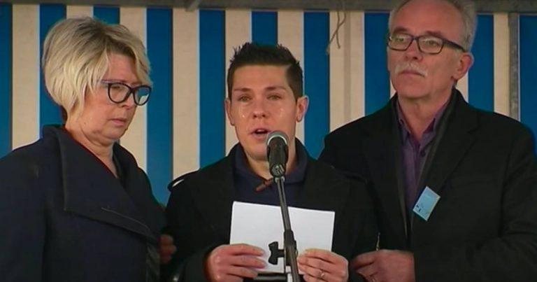 Jonathann Daval entouré des parents d'Alexia Daval