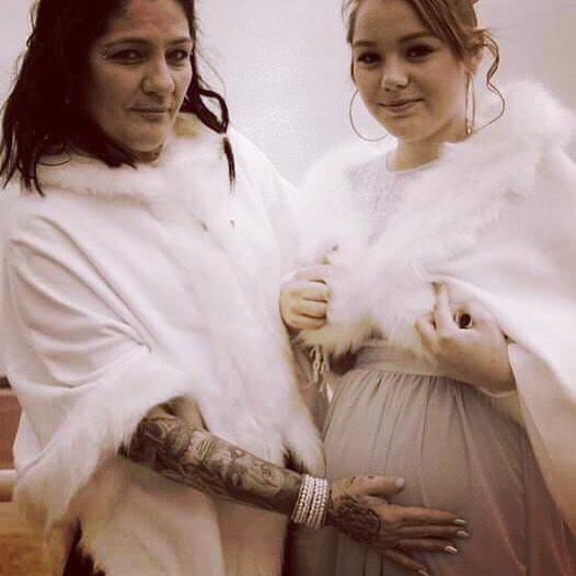Mandy Cowie et sa fille enceinte