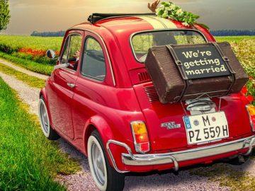 Une voiture de mariés.