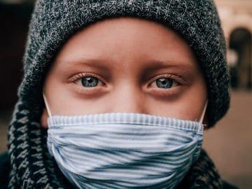 Enfant masque