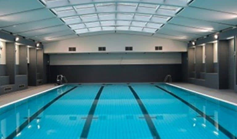 Paris : une piscine secret-défense, interdite aux moins de 16 ans pour une bonne raison