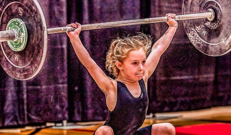 A 7 ans, la petite Rory est haltérophile et soulève 80 kilos (vidéos)