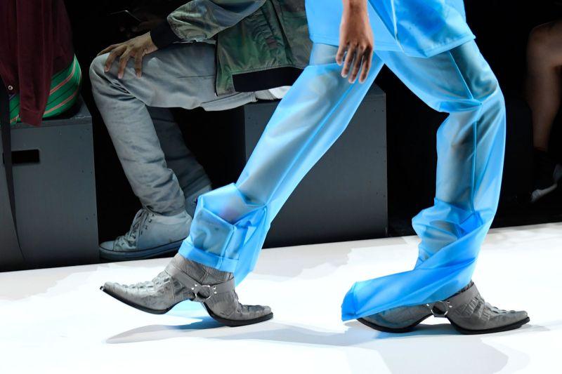 des chaussures insolites et moches