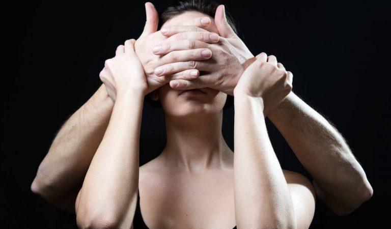Les pervers narcissiques vous contrôlent avec ces 9 techniques : Comment les reconnaître et les déjouer