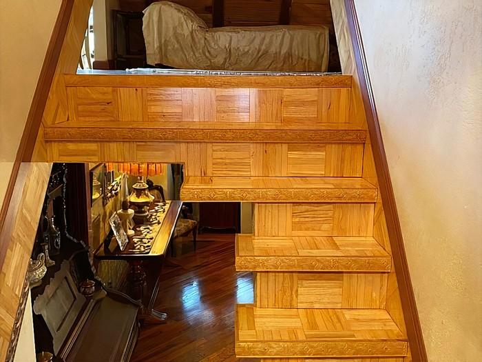 escaliers avec les marches découpées