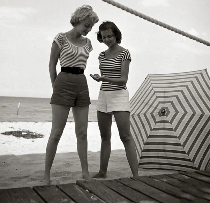 La marinière : Femmes des années cinquante ou soixante
