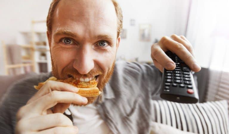 Etre payé 400 euros pour regarder Netflix en mangeant des pizzas : un job de rêve bien réel !