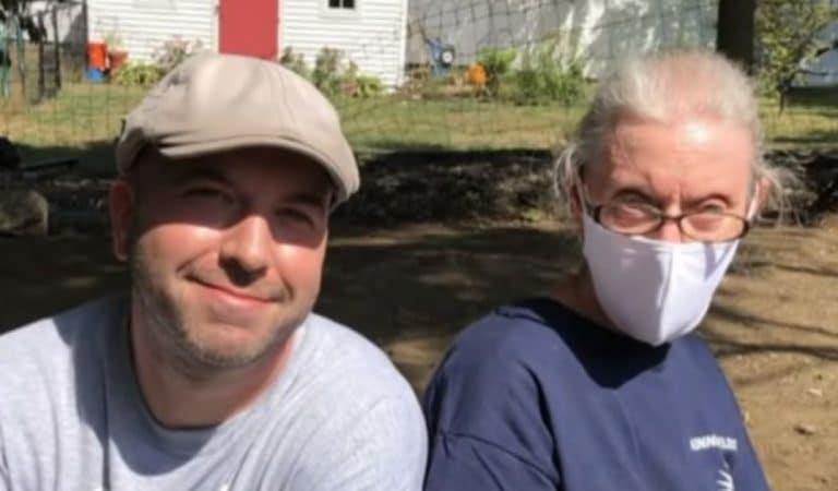 Un électricien se rend chez une cliente âgée pour une panne : il voit la maison délabrée et décide de la rénover gratuitement