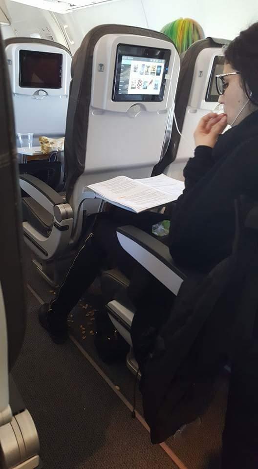 passager d'un avion mal élevé