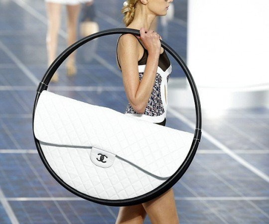 un sac chanel immense et moche