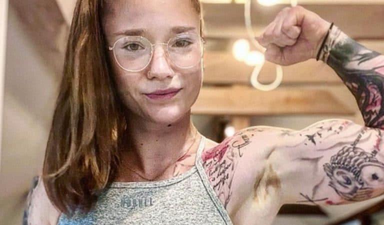 Une jeune femme atteinte de vitiligo s'accepte grâce au bodybuilding