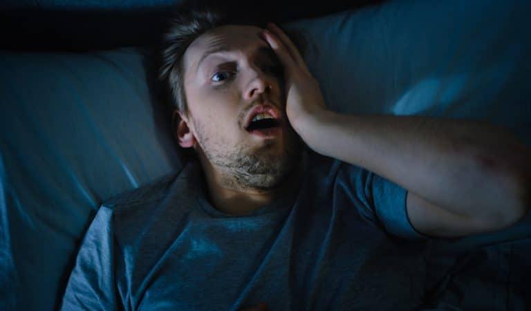 « Tomber dans le vide en s'endormant » : d'où provient cette sensation étrange ?