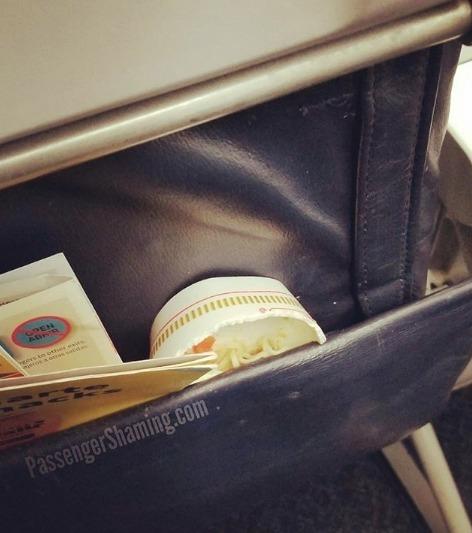 De la nourriture laissées dans un avion