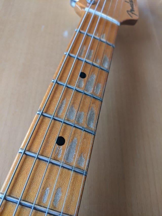 marque du temps visible objets courants branche guitare