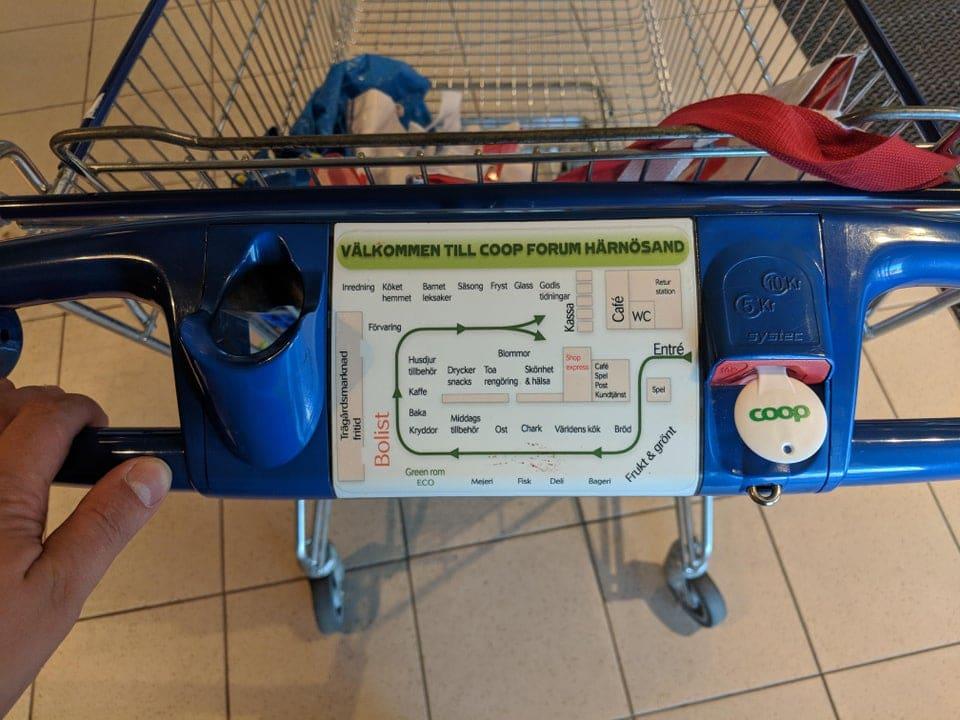 Un plan du supermarché sur un caddie en Suède