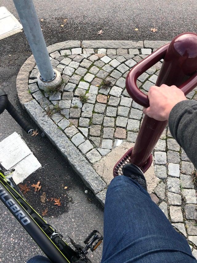 Un repose pied pour cycliste en Suède