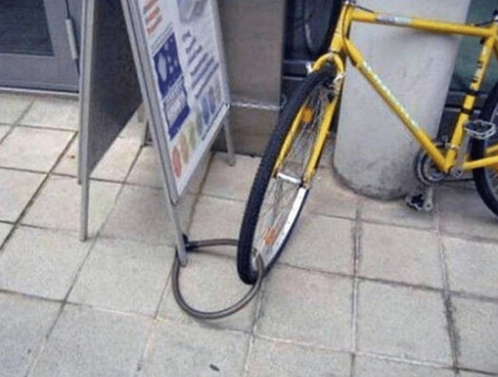 un vélo mal sécurisé