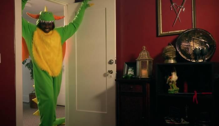 Jason se déguise en dragon