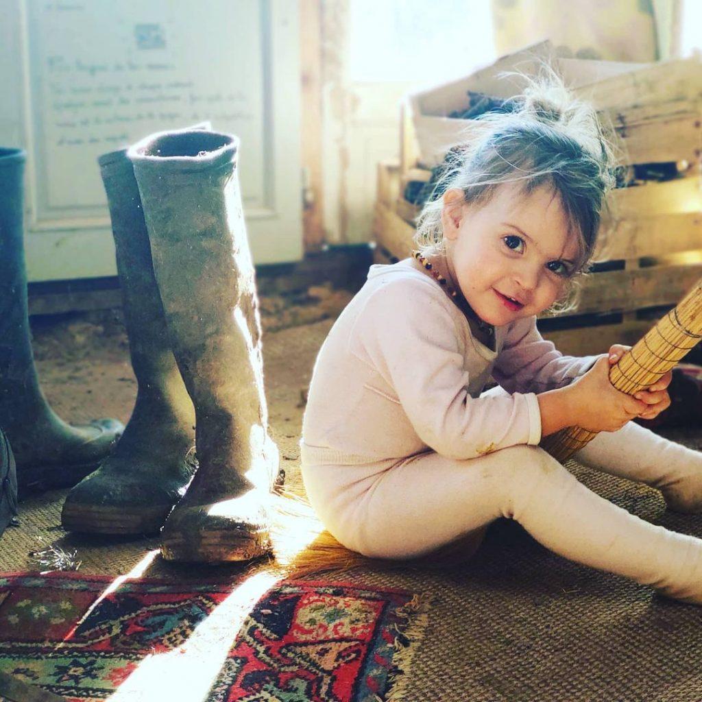 La fille de Jonathan et Caroline.