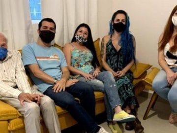 Don Roberto au Brésil, dans sa maison rénovée par ses voisins.