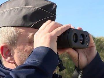 Un gendarme avec un radar