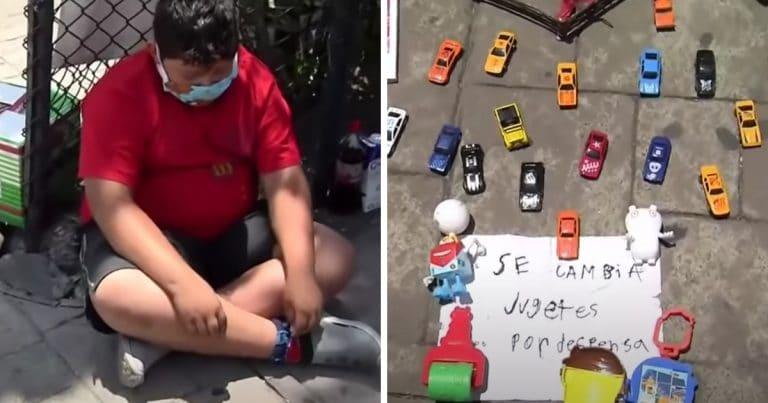 Luis, enfant pauvre, vend ses jouets au Mexique.