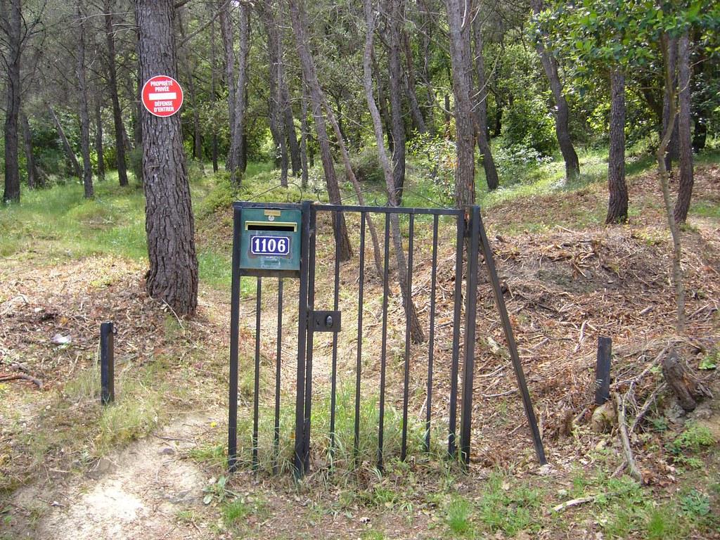 un portail qui ne sert à rien