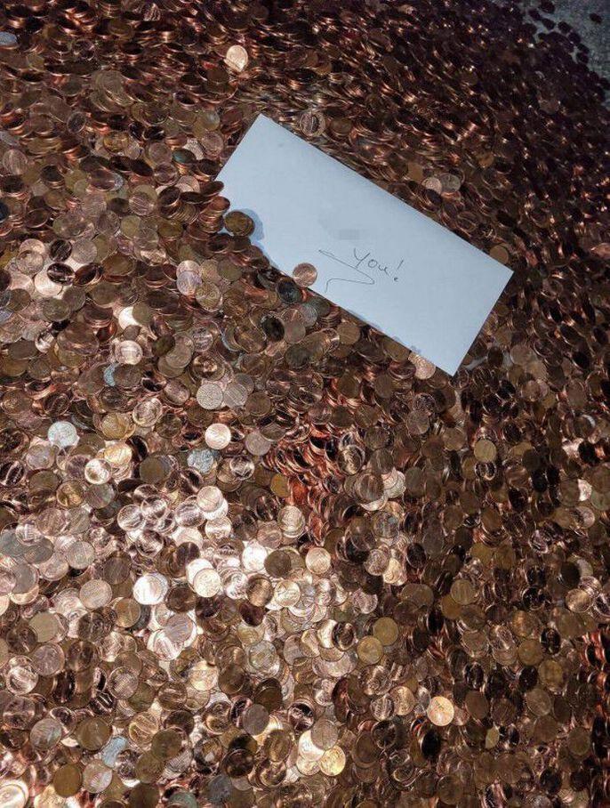 Le salaire d'Andreas Flaten versé en pièces de 1 centime