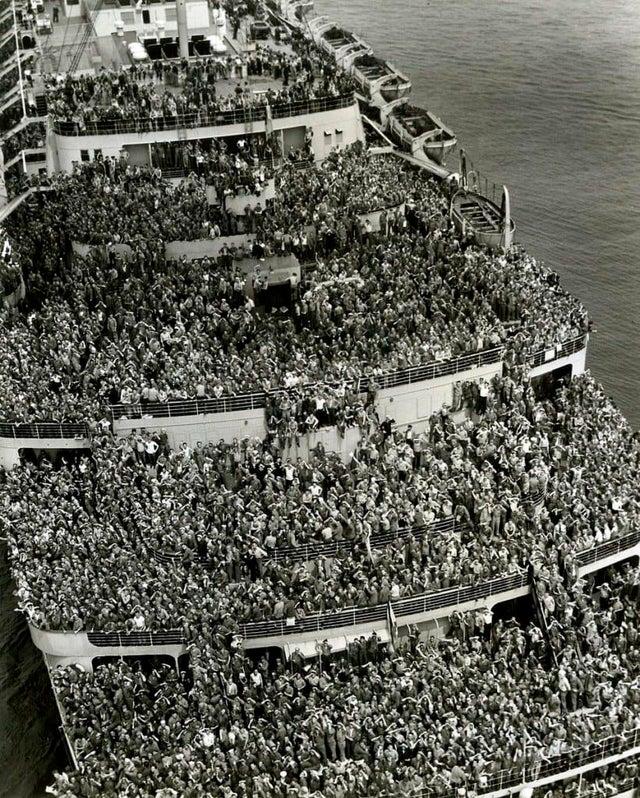 Des soldats rentrent chez eux en 1945
