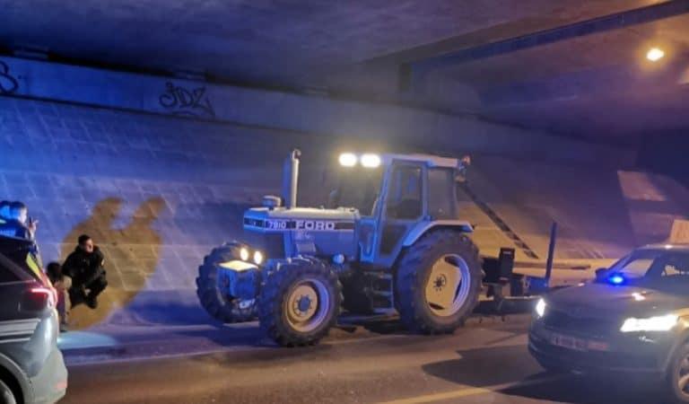 Ivre, un conducteur de tracteur tente de semer la gendarmerie à 30 km/h sur l'A77