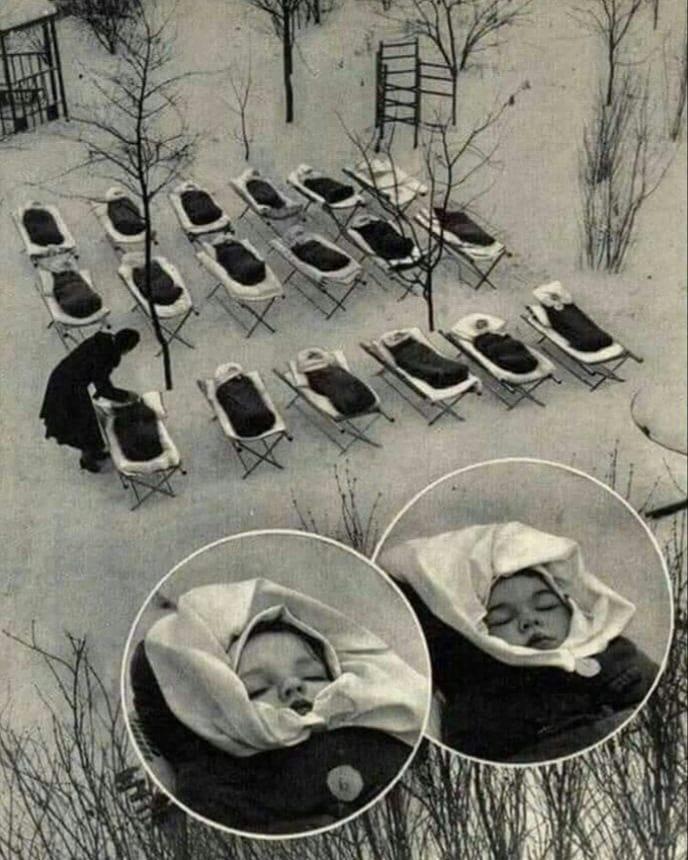 des bébés à Moscou en 1958.