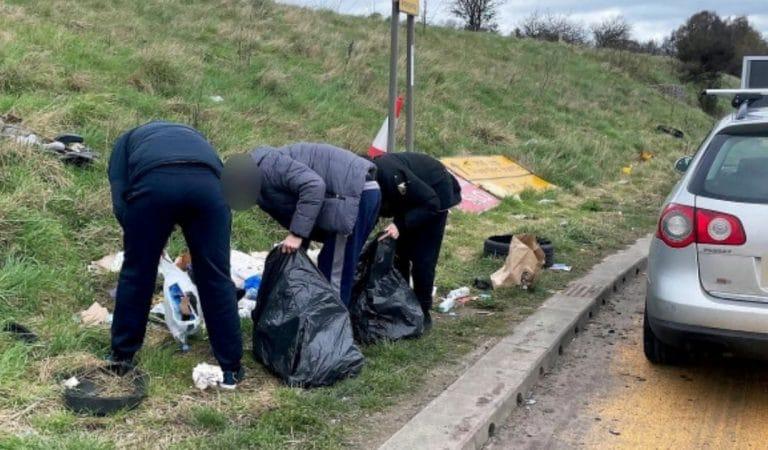 Des conducteurs contraints de ramasser leurs déchets jetés sur l'autoroute
