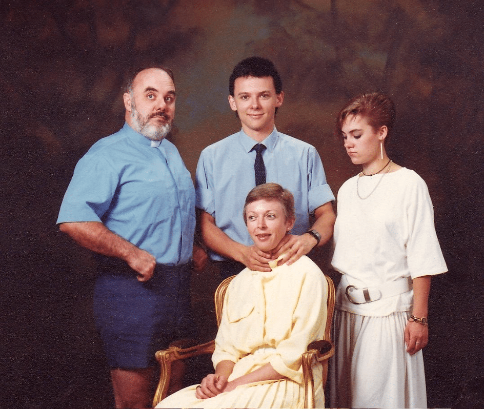 Photo de famille étrange et malaisante