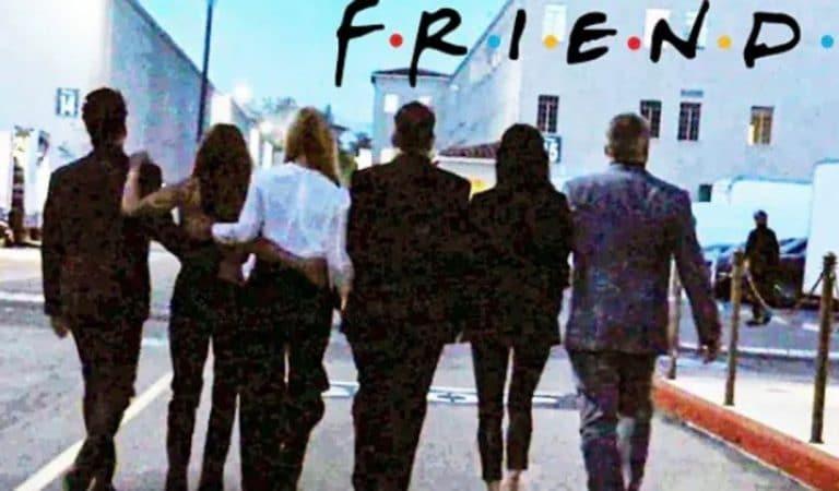 Justin Bieber, David Beckham, Lady Gaga, Qui sont ces guests à l'affiche de l'épisode inédit de Friends ?