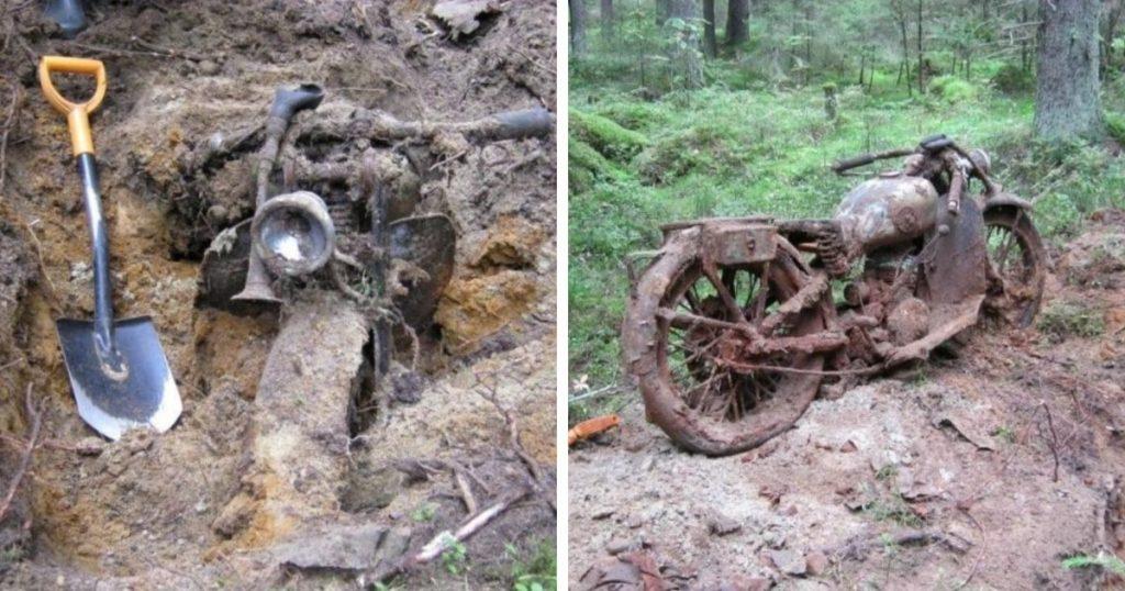 une vieille moto retrouvée grâce à un détecteur de métaux