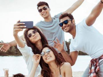 des jeunes en vacances