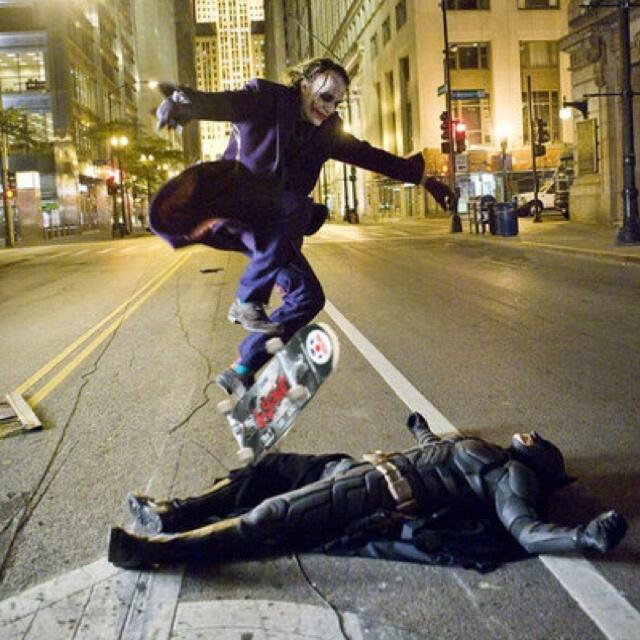 Le Joker  skateboard dans le film Batman Heath Ledger