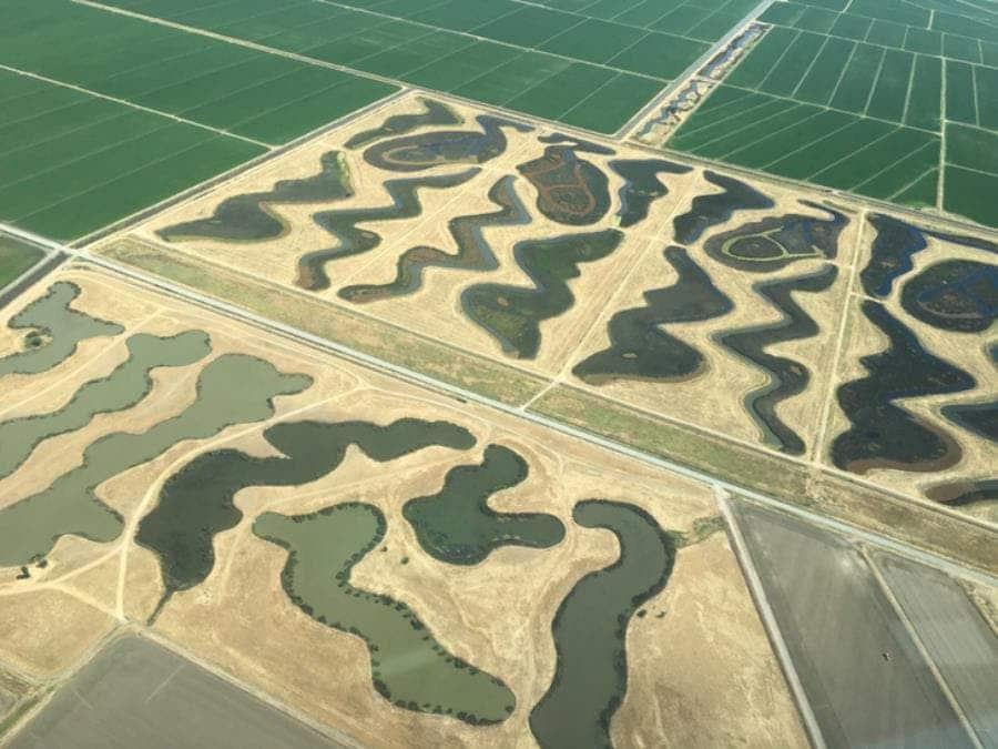 Des lacs aux formes étranges près de l'aéroport de Sacramento