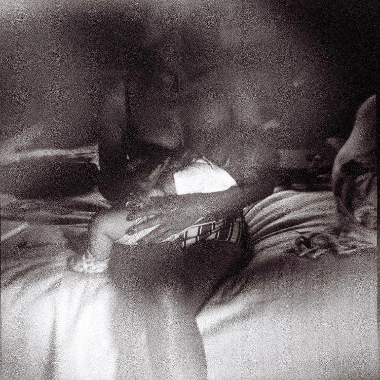 Marion Cotillard qui allaite son enfant sur Instagram