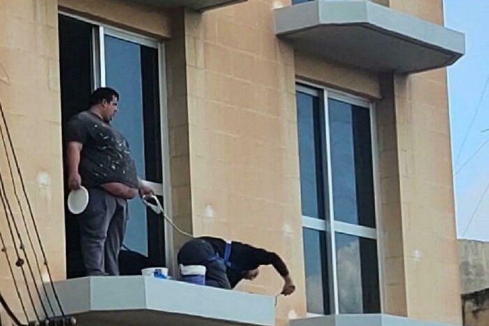 un ouvrier du BTP dans une situation dangereuse