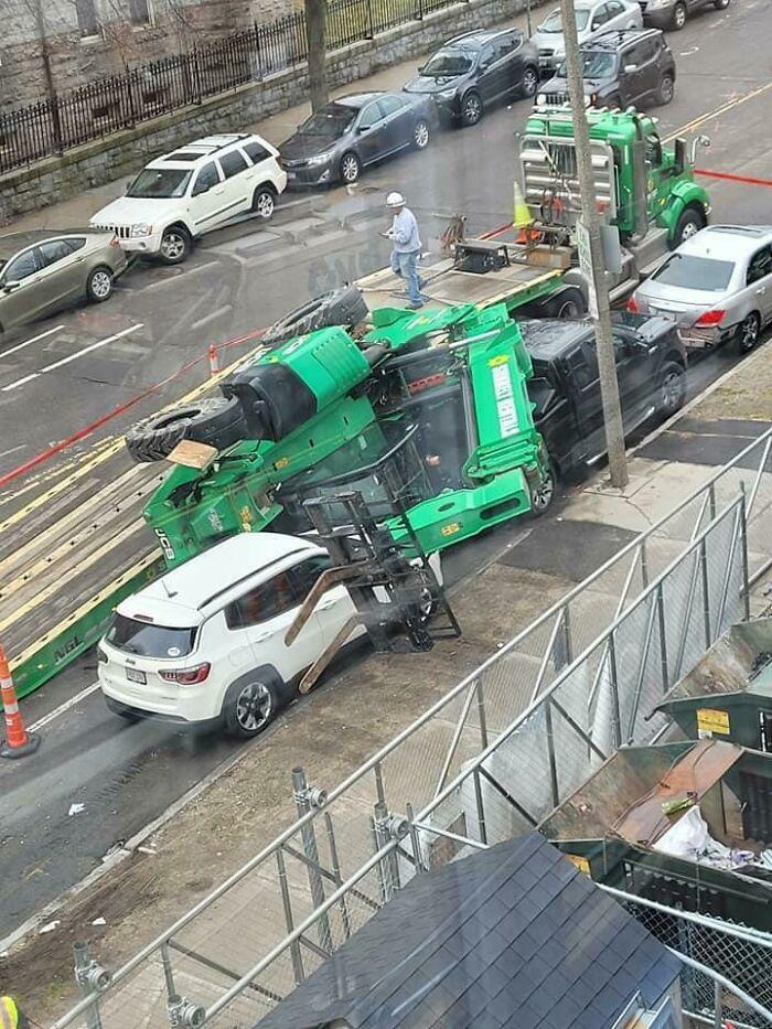 La cargaison d'un camion mal harnachée