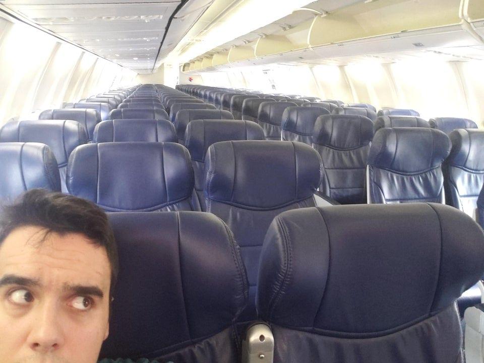 Un passager seul en avion