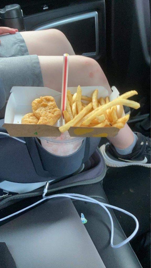 Une astuce pour transporter le fast food en voiture