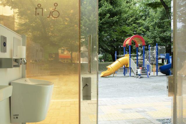 toilettes transparentes au japon