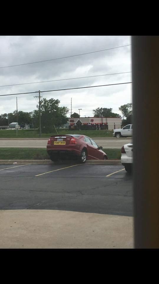 Une voiture très mal garée