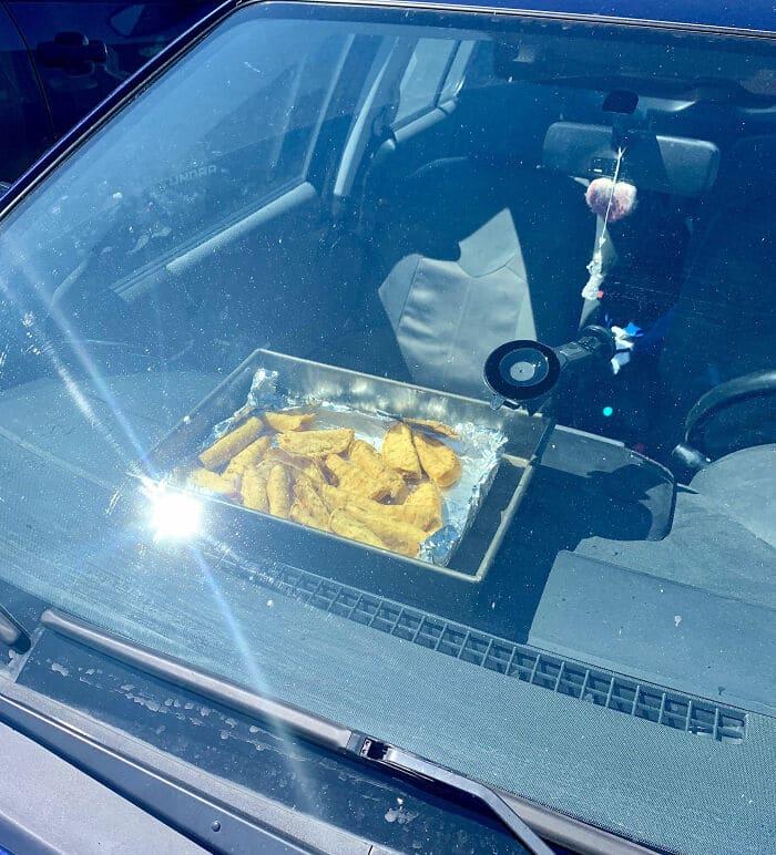 pommes de terre dans une voiture