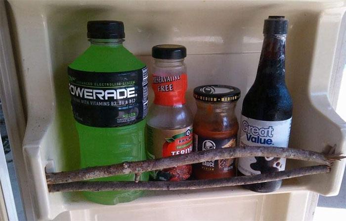 une porte de réfrigérateur réparée