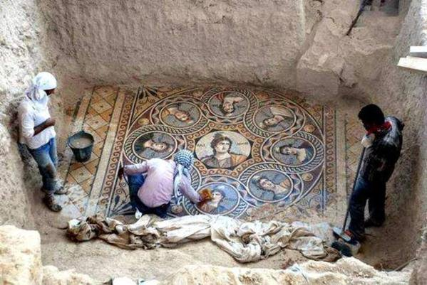 une ancienne mosaïque grecque