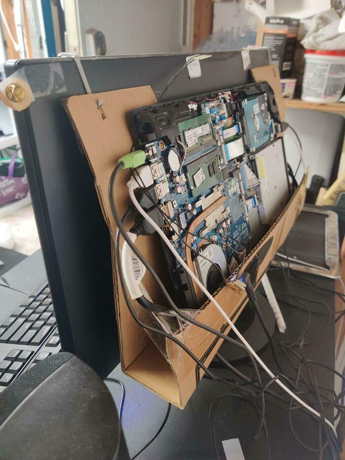 un ordinateur réparé