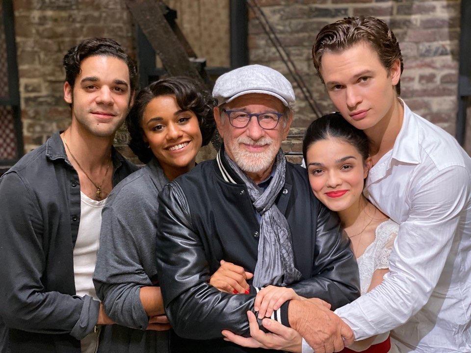 Rachel Zegler, Steven Spielberg et le reste du casting de West Side Story